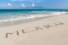 Mexiko-Zeichen auf dem Strand Stockbilder