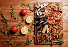 Mexilhões frescos, lagostas, camarão BANDEJA DO MARISCO Fotos de Stock