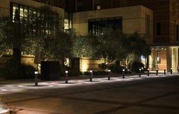 Meyer y Renee Luskin Hotel y centro de conferencias en la noche en el campus de Los Ángeles UCLA de la Universidad de California foto de archivo libre de regalías