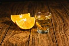 Mezcal strzału meksykański napój z pomarańcze i dżdżownicą w Oaxaca Mexico Obrazy Stock