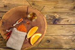 Mezcal strzału meksykański napój z pomarańcze plasterkami, chili pieprzem i dżdżownicy solą w Oaxaca Mexico, Odgórny widok z kopi Zdjęcie Royalty Free