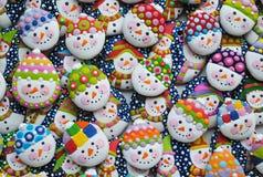 Mezcla única, hecha en casa, colorida de Honey Cookies en la forma del muñeco de nieve Imagen de archivo libre de regalías