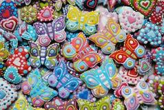 Mezcla colorida de Honey Cookies, corazón, mariposa formada Fotos de archivo