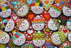 Mezcla colorida de Honey Cookies, de corazón y de muñeco de nieve formados Foto de archivo libre de regalías