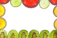 Mezcla de agrios coloridos en blanco Imagenes de archivo