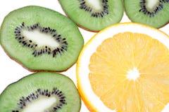 Mezcla de agrios coloridos en blanco Foto de archivo libre de regalías