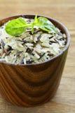 mezcla de arroz blanco y negro salvaje Foto de archivo libre de regalías