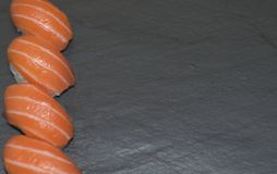 Mezcla de diversas comidas y de postres Panorama en un fondo blanco fotos de archivo