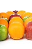 Mezcla de frutas jugosas en composiciones agradables Foto de archivo