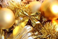 Mezcla de juguetes de oro de la Navidad Imágenes de archivo libres de regalías