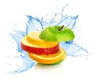 Mezcla de la fruta en chapoteo del agua Fotografía de archivo