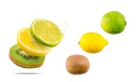 Mezcla de la fruta tropical con el chapoteo de la fruta imagen de archivo