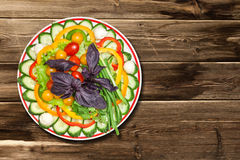 Mezcla de las verduras en la tabla Fotos de archivo