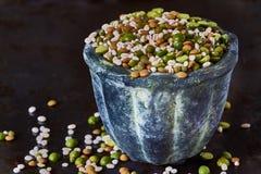 Mezcla de legumbres secadas y de cereales Imagen de archivo libre de regalías