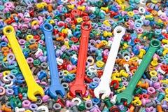 Mezcla de nueces del color - y - pernos Imágenes de archivo libres de regalías
