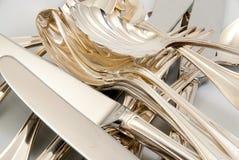 Mezcla de platos y cubiertos de plata Fotografía de archivo