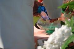 Mezcla del agua de la boda fotografía de archivo