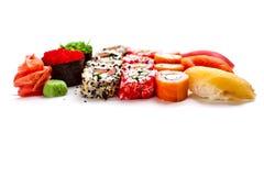 Mezcla del sushi en un fondo blanco Imágenes de archivo libres de regalías