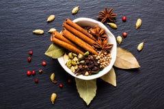 Mezcla herbaria exótica del concepto de la comida del st orgánico del canela de las especias Fotos de archivo