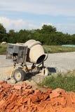 Mezclador de cemento del edificio casero de DIY Fotos de archivo