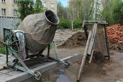 Mezclador de cemento viejo Imagen de archivo libre de regalías