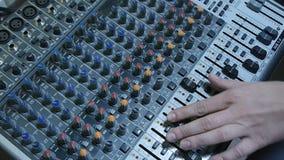 Mezclador de la consola del sonido de DJ almacen de video
