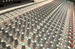 Mezclador de sonidos. Foto de archivo