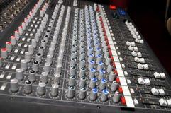 mezclador para DJ en la boda Foto de archivo libre de regalías