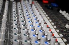 mezclador para DJ en la boda Fotografía de archivo libre de regalías