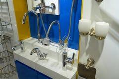 Mezcladores y accesorios del cuarto de baño Imágenes de archivo libres de regalías