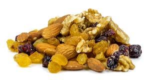 Mezcle las frutas nuts y secas en un fondo blanco Imágenes de archivo libres de regalías