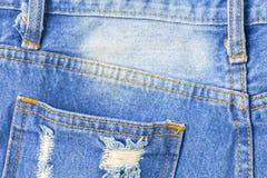 Mezclilla trasera del bolsillo vacía para el terraplén algo fondo con el copysp fotografía de archivo libre de regalías