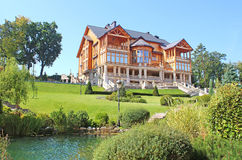 Mezhyhirya - бывшая личная резиденция бывшего президента Yanukovich Стоковые Изображения RF