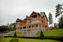 MEZHYHIRYA, UKRAINE - 13 AOÛT 2016 : Maison en bois i de club de Honka Photo stock