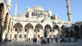 Mezquita azul en Estambul Turquía almacen de metraje de vídeo