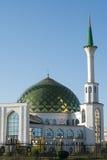 Mezquita blanca con Green Dome Foto de archivo libre de regalías