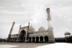 Mezquita blanca por la tarde Fotos de archivo