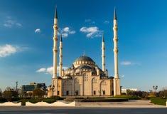 Mezquita, Central Park en la ciudad de Grozny imagenes de archivo
