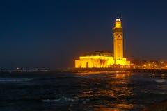 Mezquita de Hassan II durante la puesta del sol en Casablanca, Marruecos Foto de archivo libre de regalías