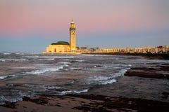 Mezquita de Hassan II durante la puesta del sol en Casablanca, Marruecos Fotografía de archivo libre de regalías