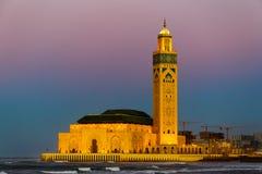 Mezquita de Hassan II durante la puesta del sol en Casablanca, Marruecos Imagen de archivo