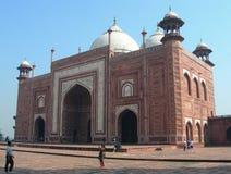 Mezquita de la piedra arenisca roja en el complejo de Taj Mahal Fotos de archivo