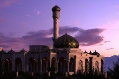 Mezquita de lujo en la puesta del sol Fotografía de archivo libre de regalías