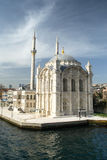 Mezquita de Ortakoy en Estambul Imagen de archivo libre de regalías