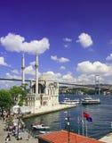 Mezquita de Ortakoy y puente de Bosphorus Imagen de archivo libre de regalías