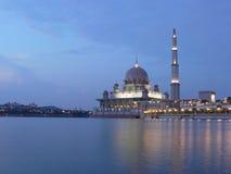 Mezquita de Putrajaya Fotos de archivo libres de regalías