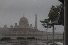 Mezquita de Putrajaya foto de archivo libre de regalías