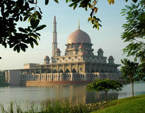Mezquita de Putrajaya en Malasia Foto de archivo