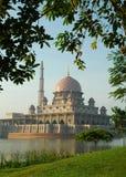 Mezquita de Putrajaya en Malasia Imagen de archivo