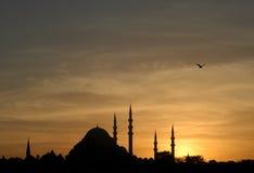Mezquita de Suleymaniye en la puesta del sol fotos de archivo